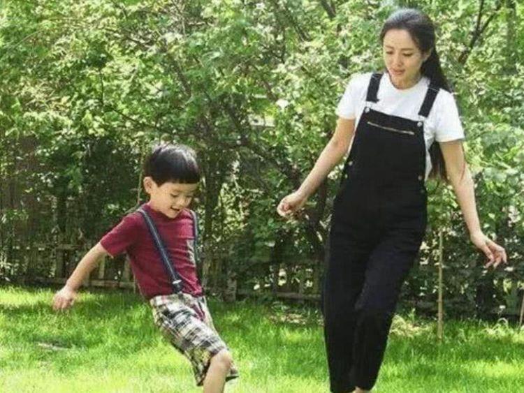 [母嬰 孕產指南]她意外懷孕放棄事業,孩子生父至今成迷,今10歲兒子帥成男主臉 ...
