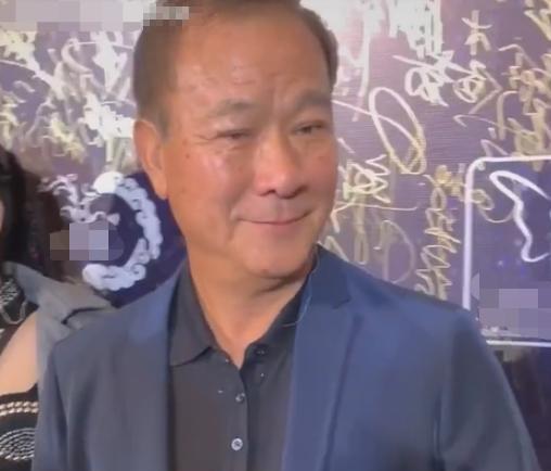 67岁李修贤仅比周润发大三岁,苍老相貌像两代人,曾是周星驰伯乐