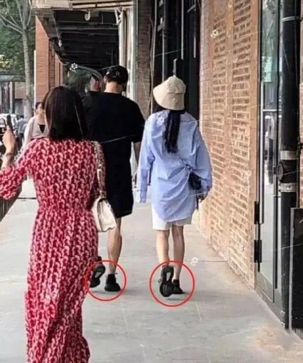 杨幂与魏大勋被扒出戴同一顶帽子,网友笑称爱情果然是藏不住的