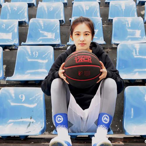 一位湘妹子的篮球之梦!阴差阳错当裁判走红 被称最美篮球女裁判