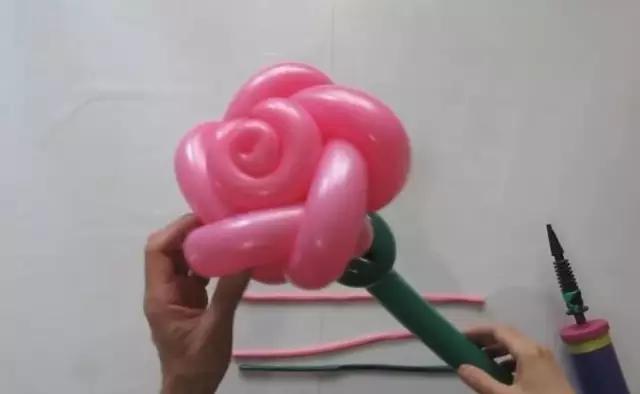 氣球玫瑰花的簡單做法教程!花式氣球的26種編法