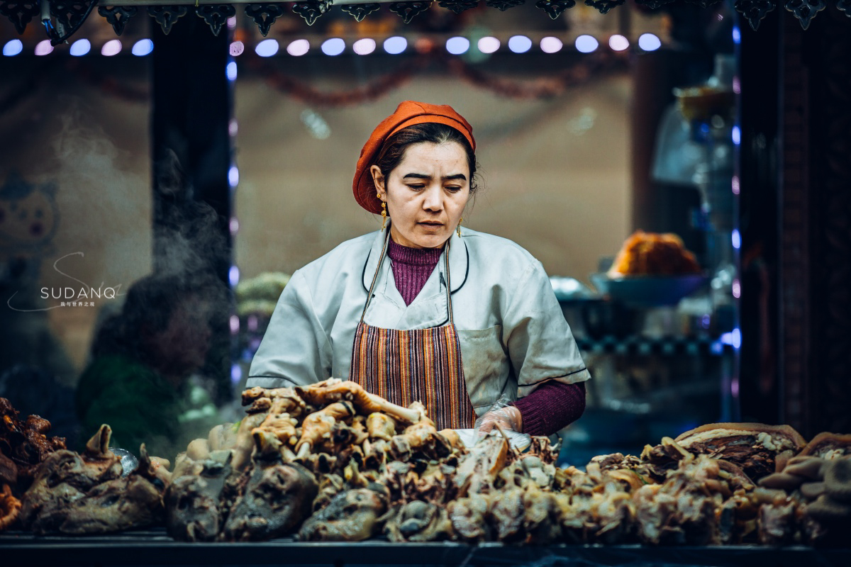 实拍喀什夜市:新疆有哪些美食不能错过,据说吃过这个才算有见识