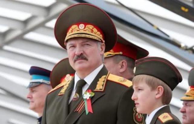 总统出行是很严肃的事情,为何白俄罗斯总统出行,总带着儿子_卢卡申科