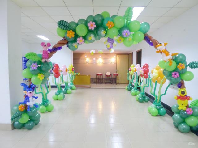 寶寶周歲氣球簡單布置!氣球布置百日宴裝飾圖片
