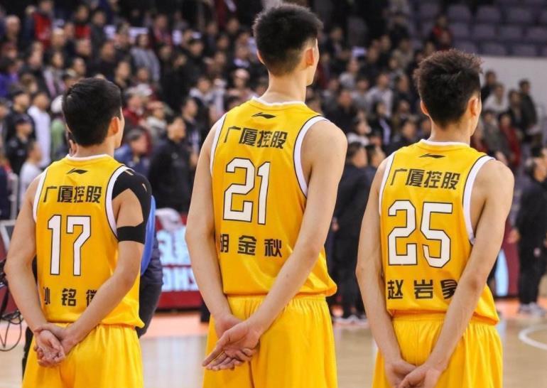 三分命中率超四成,前国青男篮得分王进步显著,但仍未达到预期