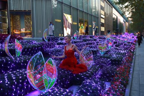 环贸iapm商场「绿林光萤」光影装置中国首展