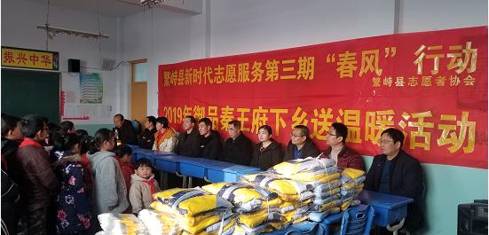 繁峙县志愿者协会携手秦王府、彩虹气球工作室开展第三期春风行动