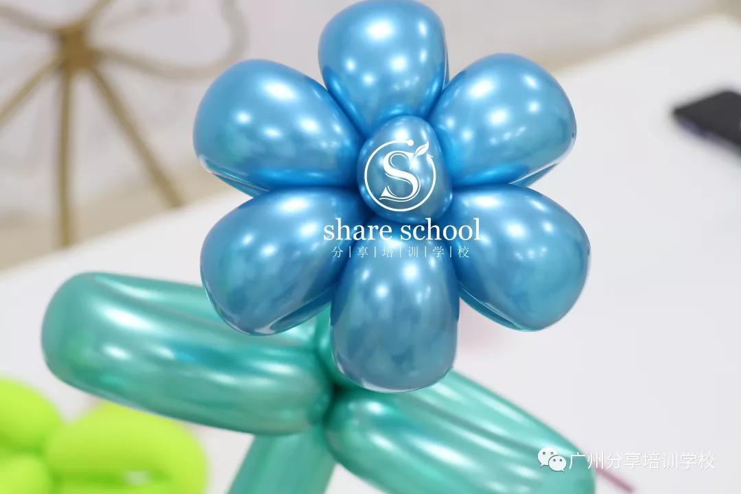 花式氣球的26種編法圖之氣球花朵五瓣