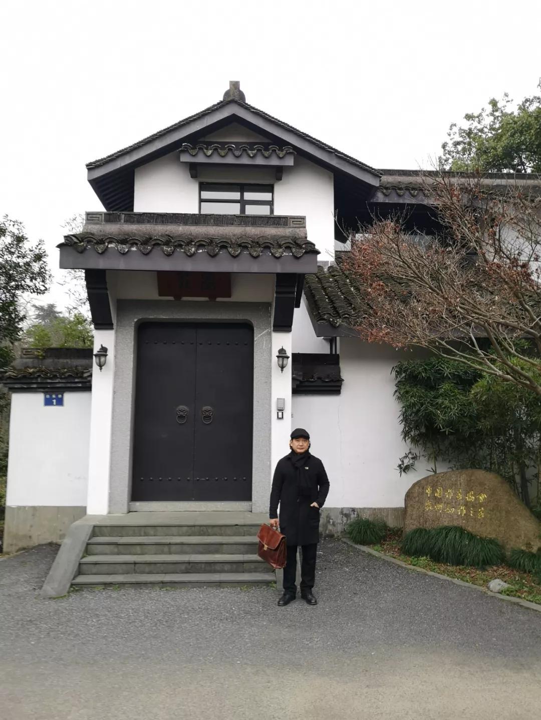 著名艺术家王华明当代新水墨作品被中国作家协会杭州之家永久收藏