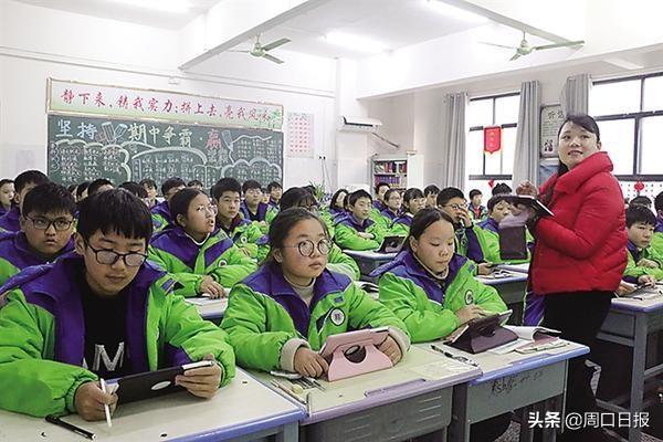 """周口项城市正泰博文学校的智慧课堂!""""小平板""""引发大变革"""