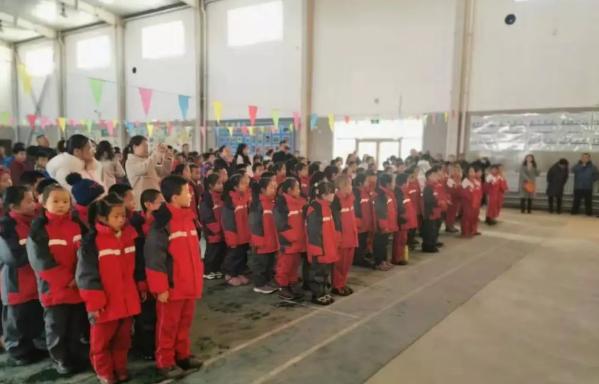"""""""情暖童心 与爱同行""""公益活动捐赠仪式在包头达茂旗石宝小学举行"""