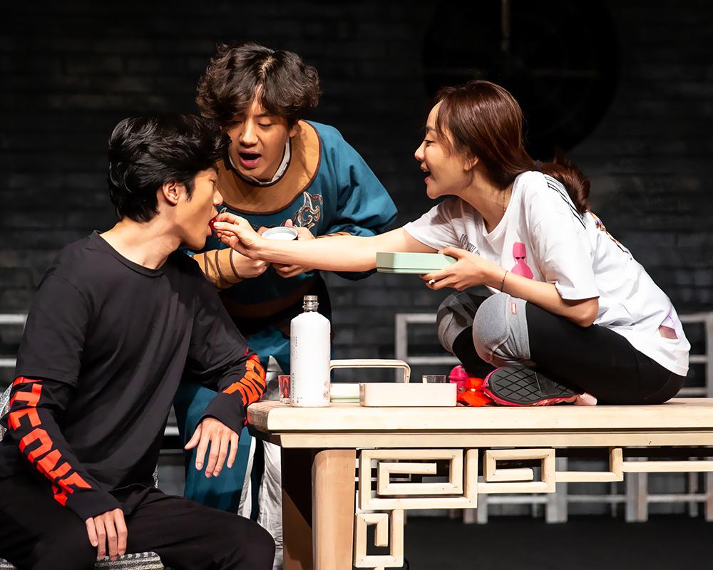 杨蓉18年后首回话剧舞台主演2020上话开年大戏《我爱桃花》