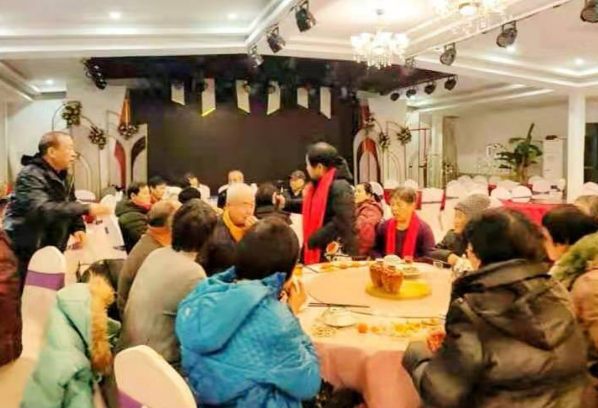 """邢台市助学公益协会志愿者举行""""亲情关爱·爱满失独""""活动"""