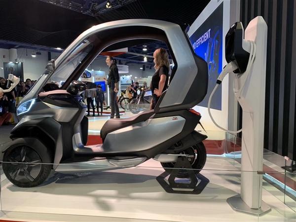 小牛发布全球自动驾驶三轮电动摩托车:支持5G、续航200km的照片 - 11