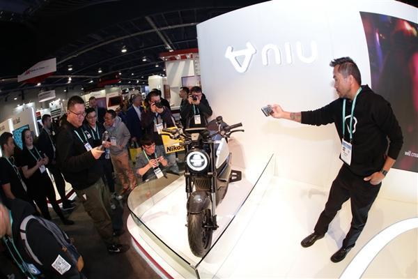 小牛发布全球自动驾驶三轮电动摩托车:支持5G、续航200km的照片 - 20