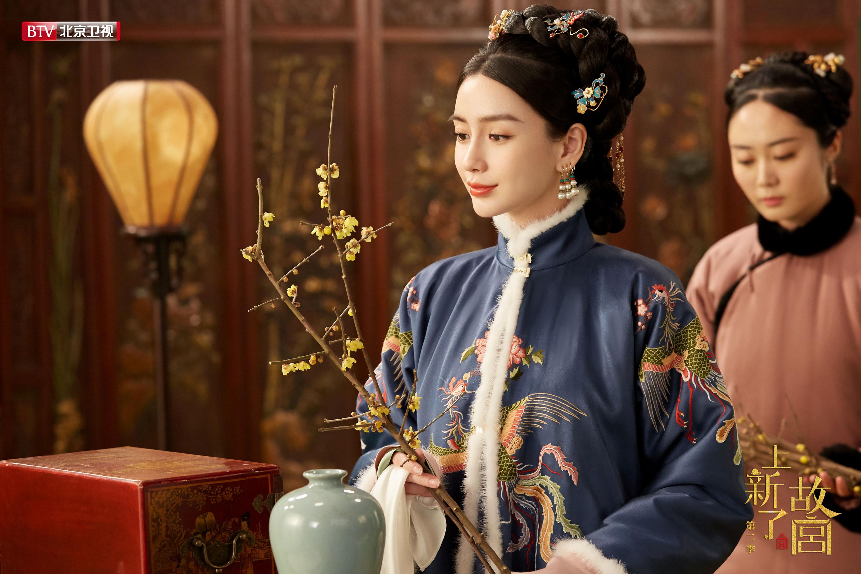 Angelababy冬日清宫造型曝光 红墙白雪伴《上新了故宫》收官