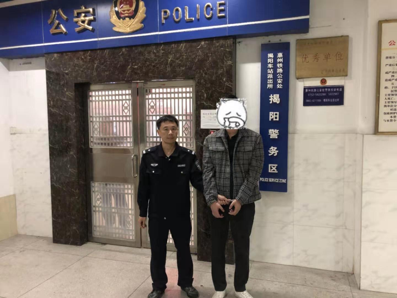 """""""似曾相識""""引警覺  民警""""火眼""""識網逃"""