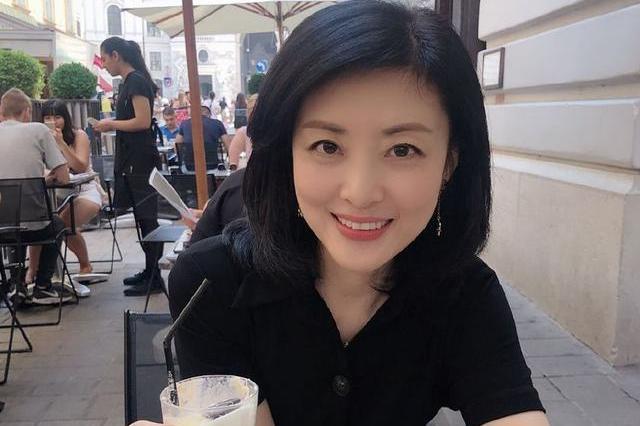 17次主持央视春晚,51岁周涛成文联春晚总导演,200位明星听她的_类节目