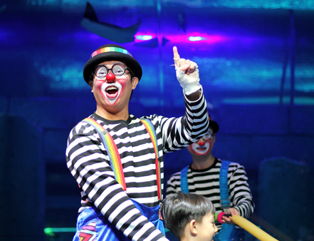 百名小丑闹新春,2020深圳欢乐谷新春滑稽节逗趣过新年!