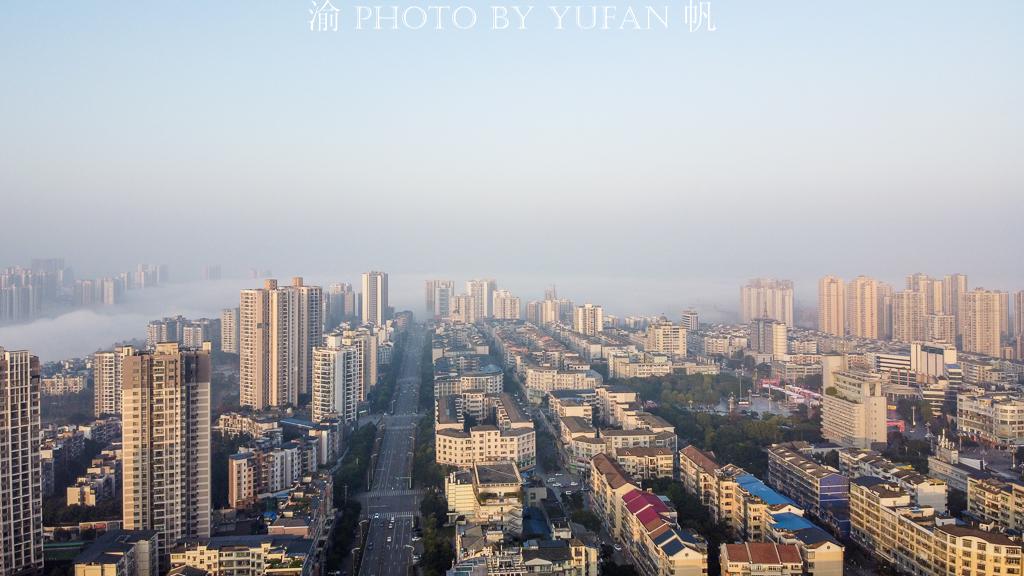 重庆潼南冬日频现平流雾,美若仙境,引外来游客纷纷打卡