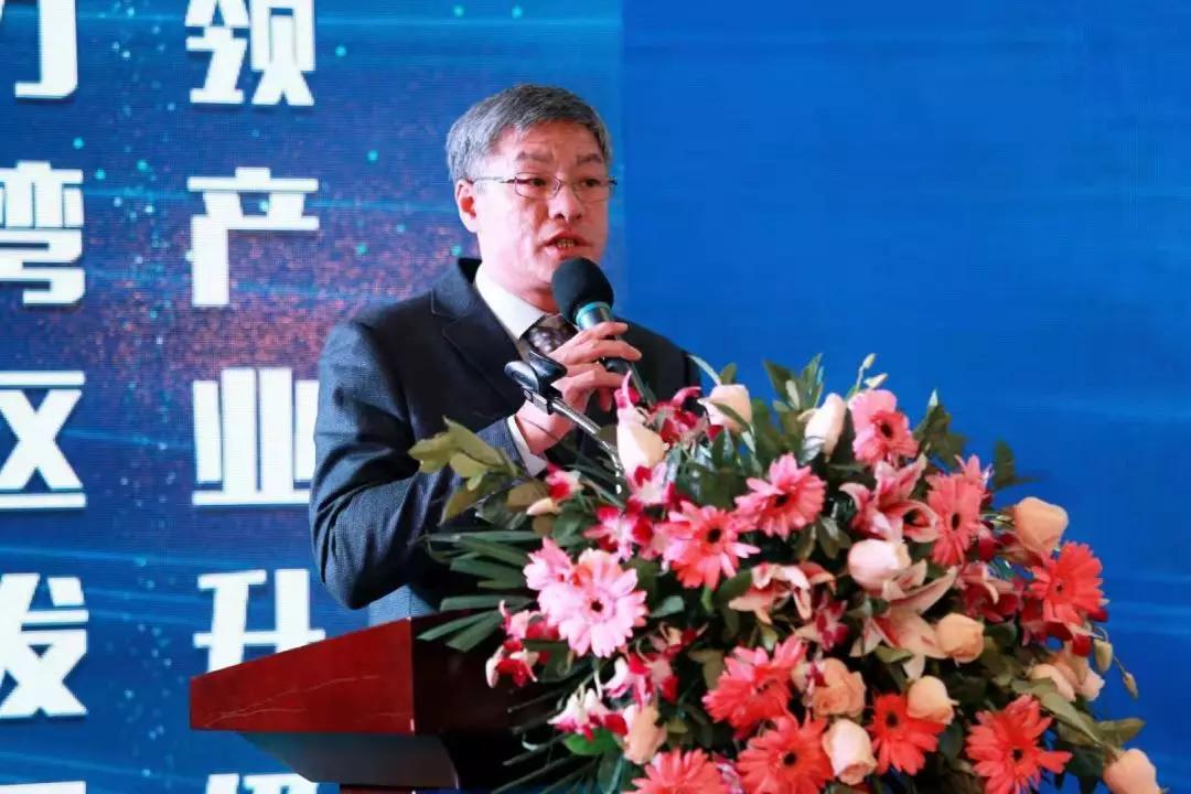 中山市横栏镇党委委员、副镇长陈华添