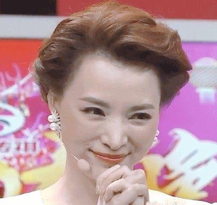 春晚主持人换成新面孔,佟丽娅和新人加盟惹争议,网友:疯了