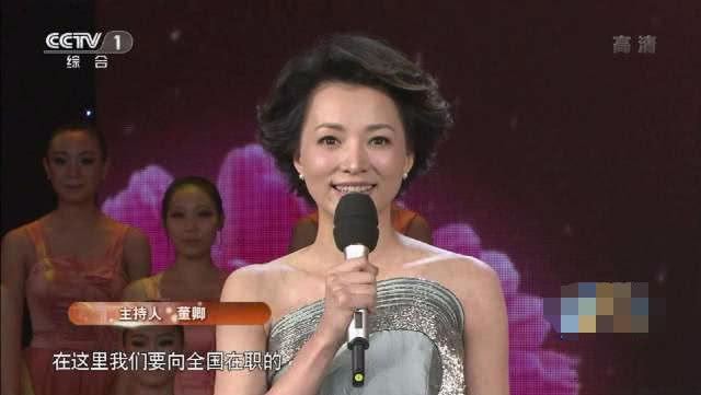 董卿连续3年缺席春晚,佟丽娅首秀当主持,还和两位新秀搭档