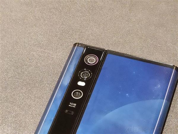 外媒评价小米MIX Alpha:难以置信 像是科幻小说中的手机的照片 - 5