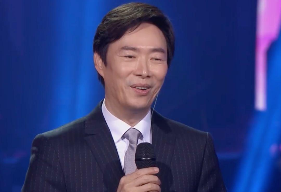 《我们的歌》总决赛:肖战真诚告白那英,费玉清封麦惹那英飙泪