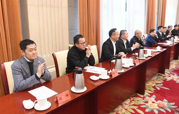柳传志、陈东升、董明珠、左晖等应邀参加民营企业家迎春座谈会