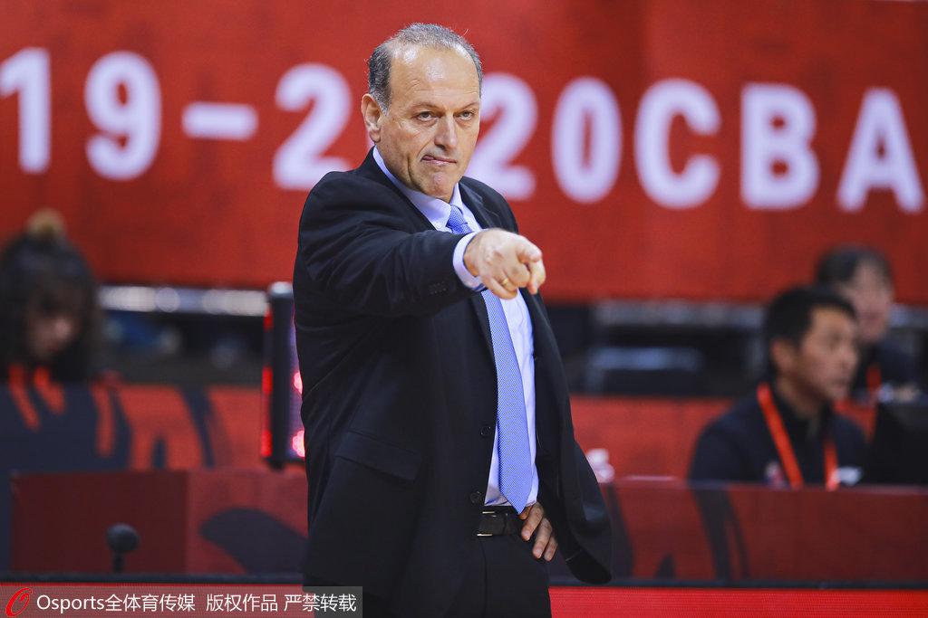 上海洋帅:球员很拼但内线吃亏 会利用春节来调整