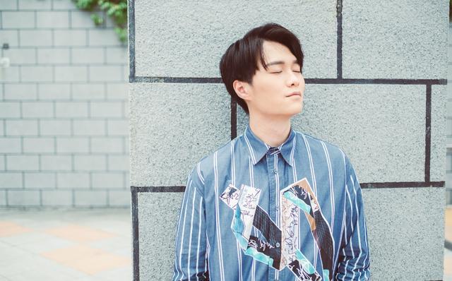 香港知名歌手拍剧时曾意外坠下头部受伤 半年后携新单曲再度出发