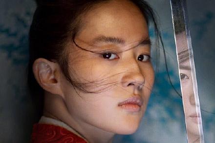 《花木兰》新海报:刘亦菲英气足,李连杰显老态,巩俐要演大反派_角色