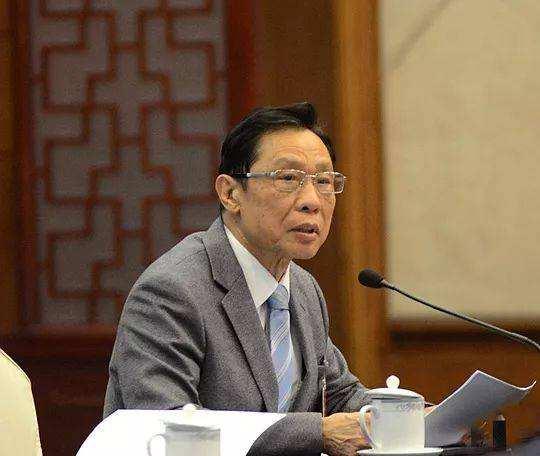 38個小時不休不眠,如今84歲奔赴疫情最前線,他感動了整個中國!