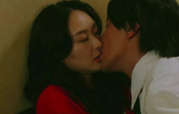 TVB小生被曝亲身上阵演床戏 获视帝老婆力证守规矩没有多手