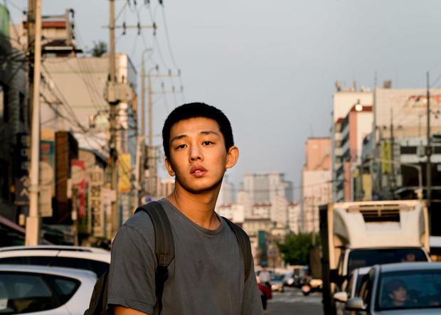 韩国演员刘亚仁社交平台声援武汉