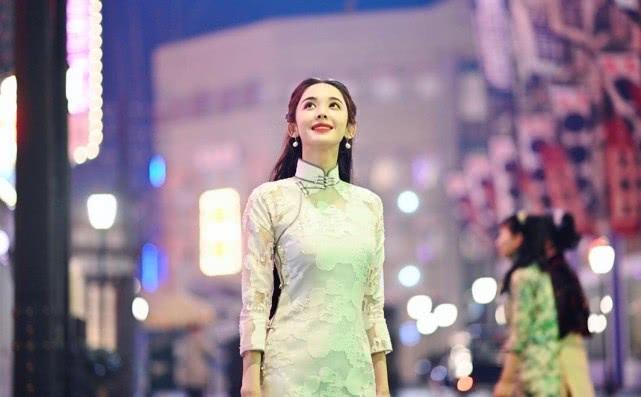 新劇《十二譚》正式殺青,娜扎國民造型太明艷動人