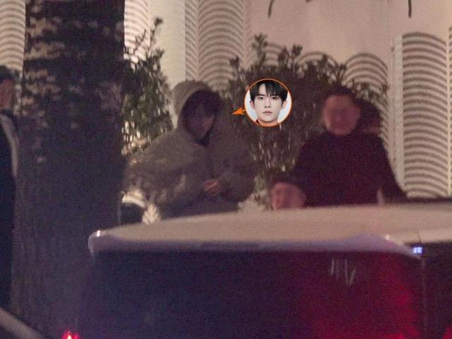 電影圈男神聚會,向佐杜江迎來送往忙交際,吳京與眾人話嘮告別