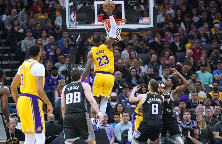 【七星直播】4日NBA大势:湖人有望三杀马刺 雄鹿鹈鹕上演对攻战