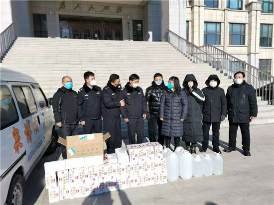 哈尔滨市双城区方圆诗社为公安干警献爱心捐赠防疫物资