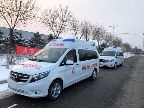 向武汉出发——福建奔驰为火神山、雷神山医院捐赠梅赛德斯-奔驰威霆负压救护车