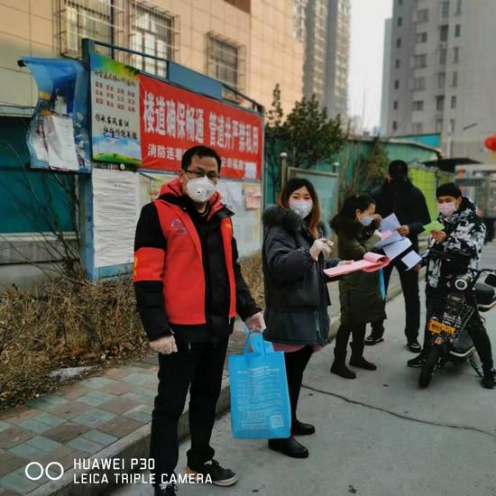 河北唐山丰南区行政审批局让党旗在疫情防控一线高高飘扬