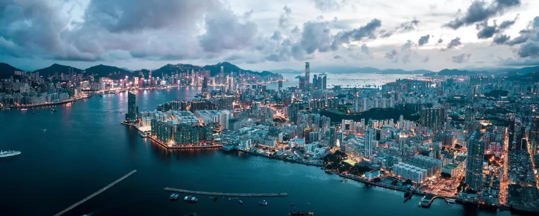 """买一个包的钱就可以办香港身份 还是""""限量版"""""""