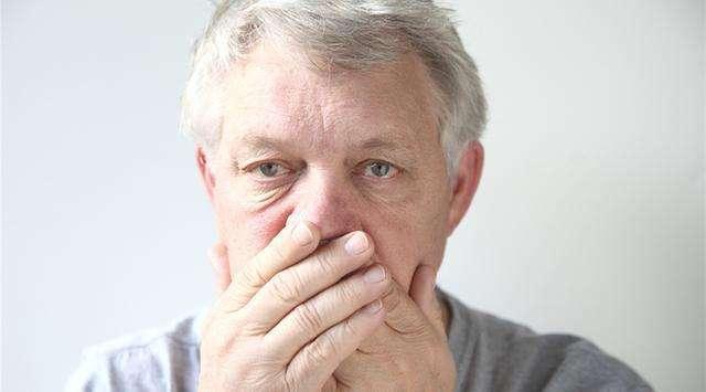 老年人戴假牙,注意这两点,不然得不偿失!