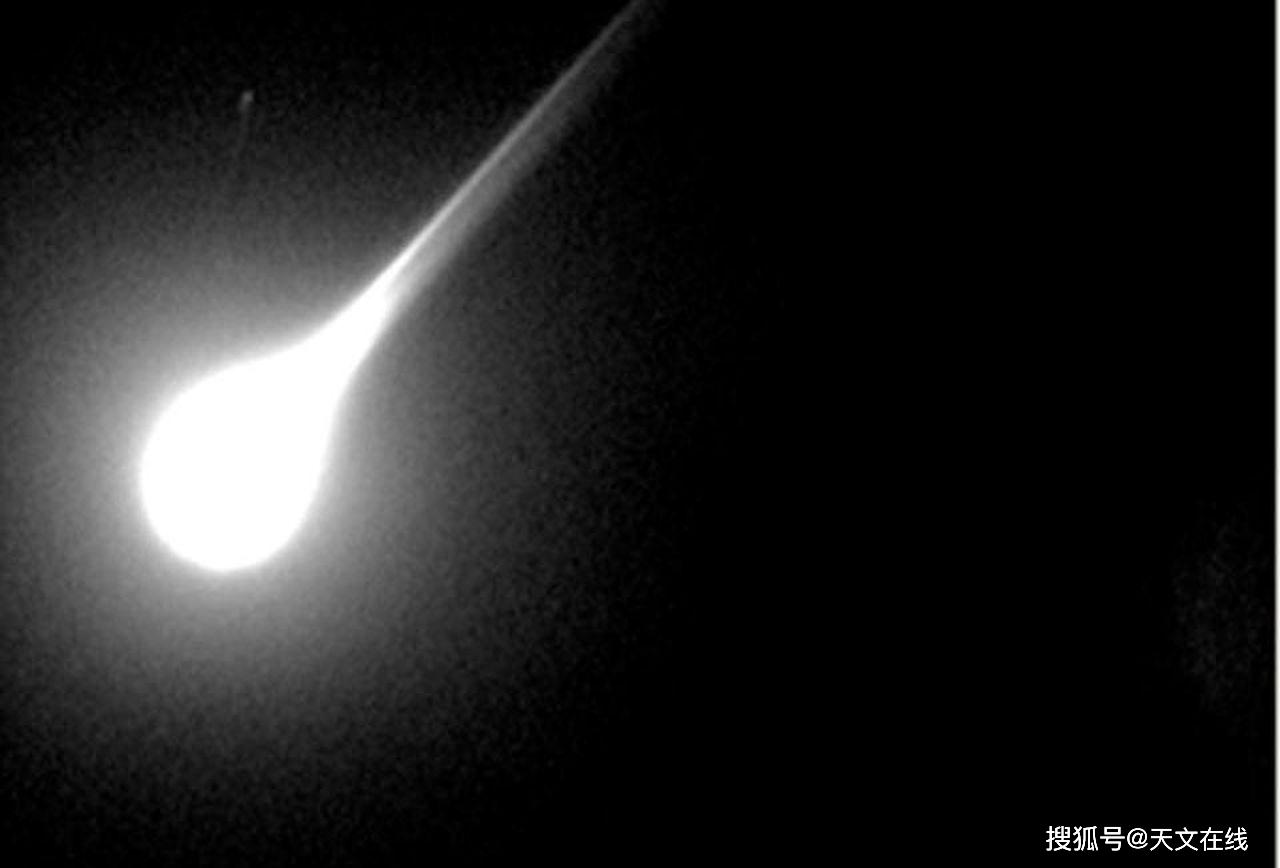 來自超新星的隕石雨,其穿越大氣層的速度可達光速的1%