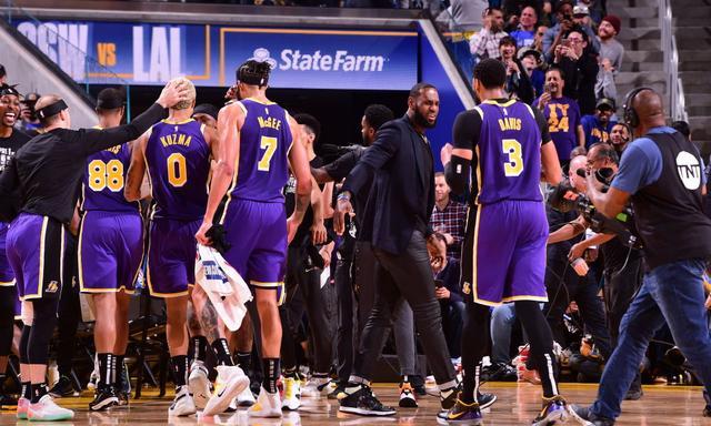 """抗击疫情!NBA下发备忘录,球员感染至少停赛两周,一人早""""吹哨"""""""