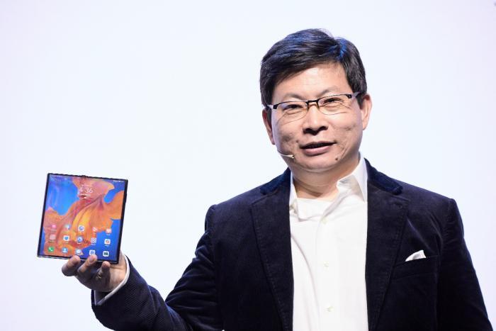 华为MateXs新一代折叠屏手机正式首销 售价16999元的照片 - 2