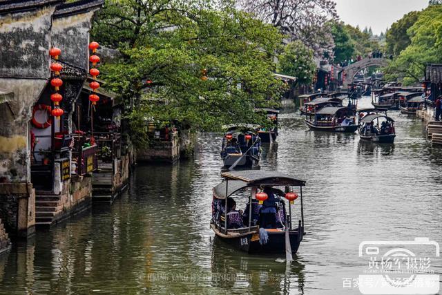 浙江嘉興西塘古鎮,坐上一艘江南的搖櫓船,感受水