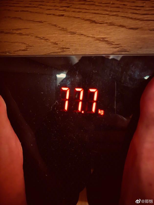 郑恺公开最新体重77.7kg 自侃现在撕名牌肯定很猛