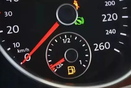 这4个开车坏习惯,不改正爱车提前报废!
